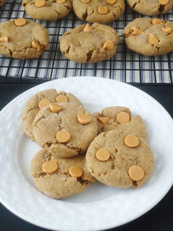 Butterscotch Gingersnap Molasses Cookies   BlahnikBaker.com