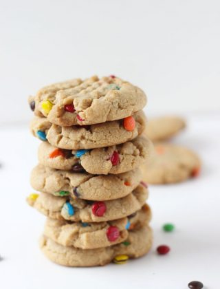 Peanut Butter M&M Cookies- If you are a peanut butter lover, then you will love these traditional soft and crunchy peanut butter cookies!!