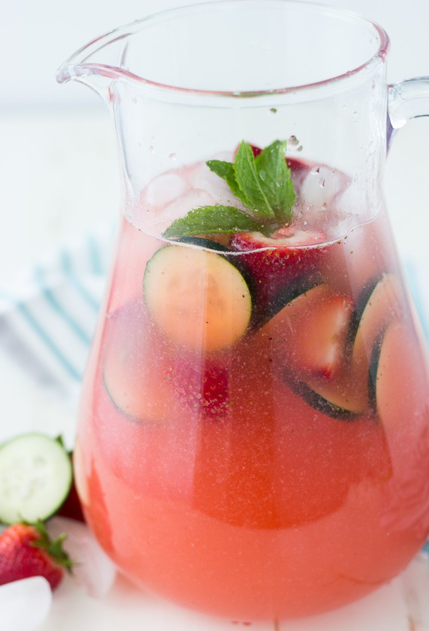 Strawberry Cucumber Limeade- a refreshing sparkling limeade perfect for any summer picnic
