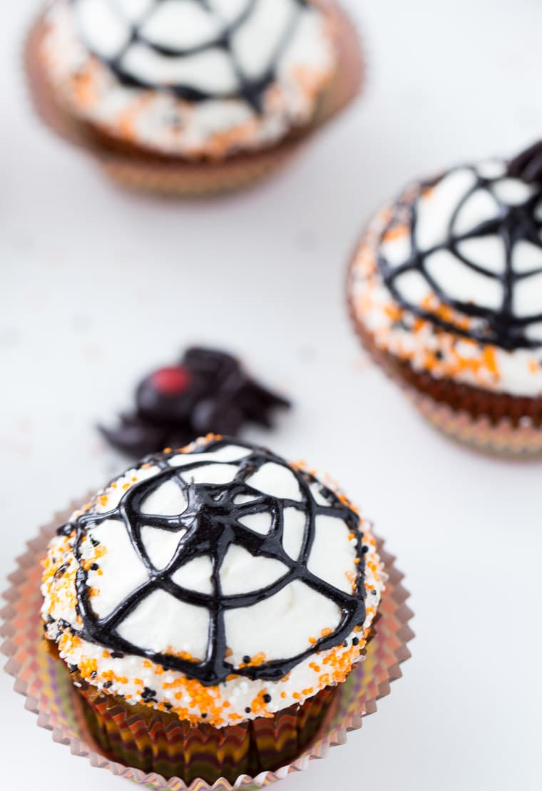 These spiderweb cupcakes are perfect for Halloween!
