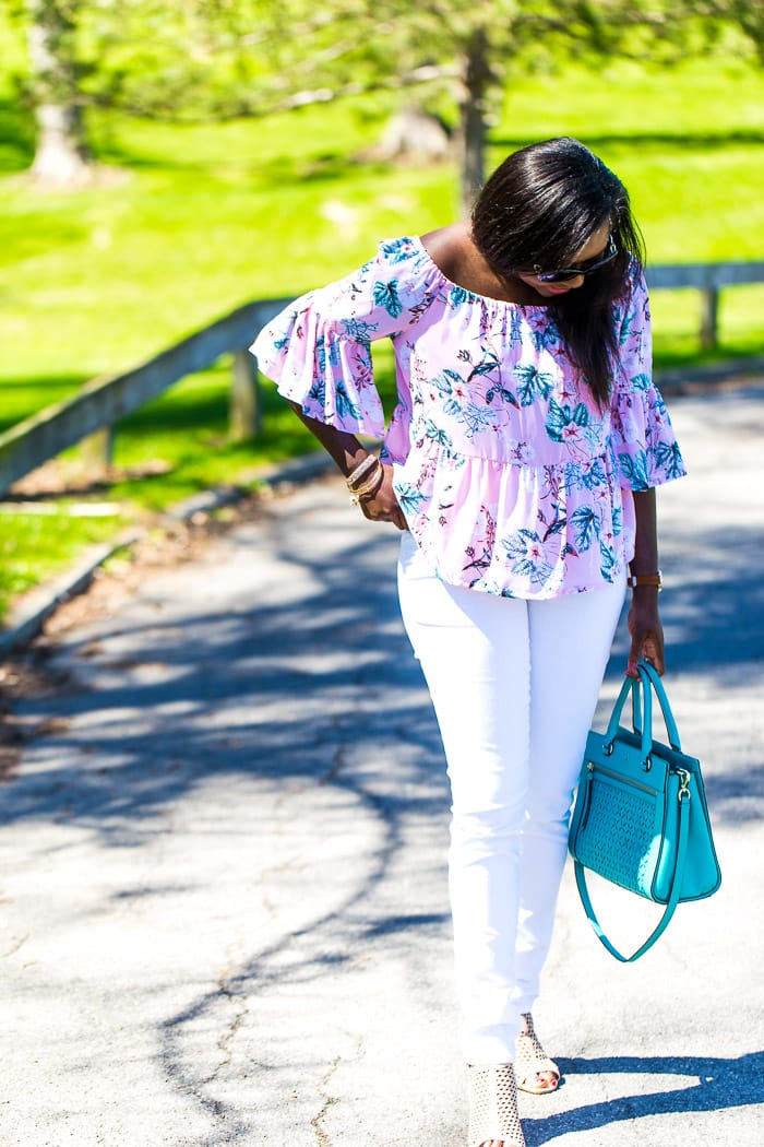 Still on the edge of this trend? Here's how to wear an off the shoulder top with skinny jeans and still love your shoulders.