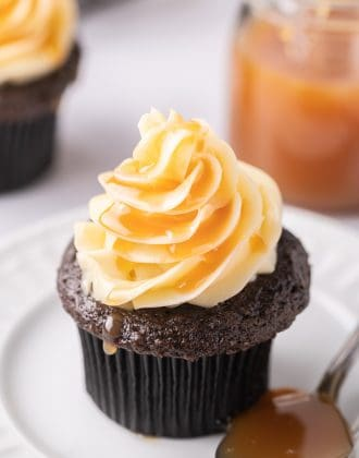 Dark chocolate salted caramel cupcakes