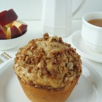Apple Muffins with Oatmeal Topping