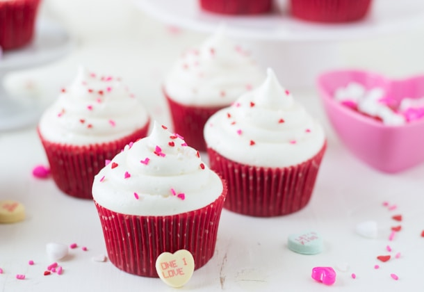 This classic Red Velvet Cupcakes recipe is a must! Add a twist to the topping by using the white chocolate cream cheese frosting.