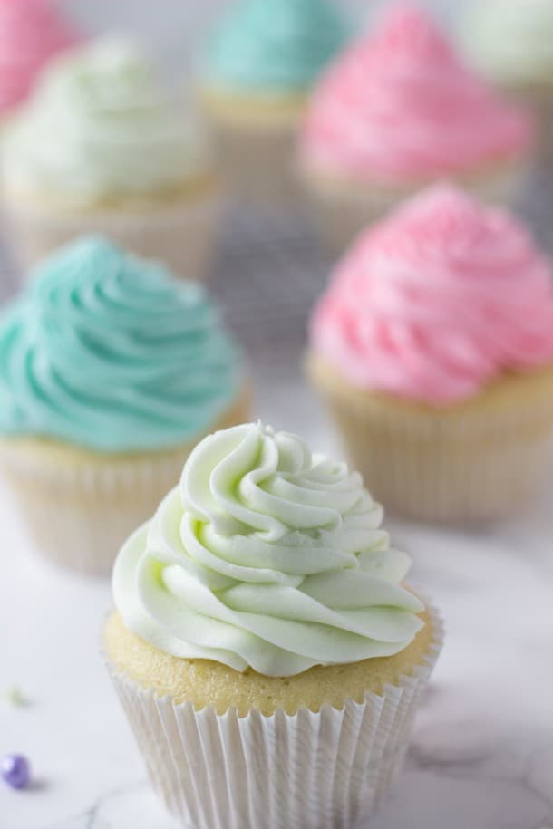 Key Lime Cupcakes - a fluffy white cupcake filled with fresh key lime zest and juice. Just screams Spring!