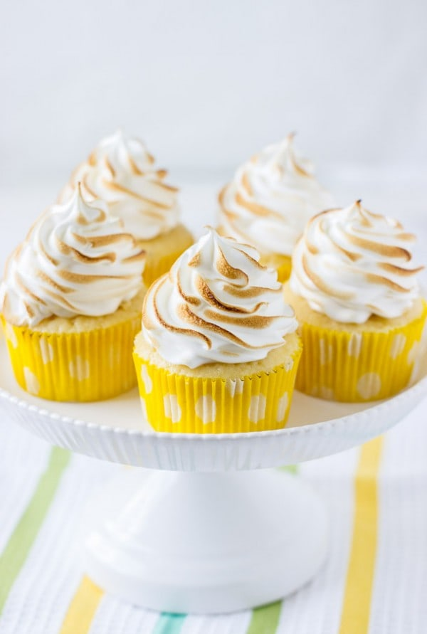 lemon meringue cupcakes ~ fluffy lemon cupcakes filled with lemon curd and topped with a cloud of marshmallow frosting.