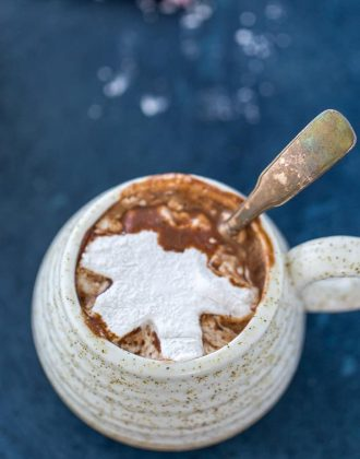 hot chocolate with cardamon marshmallows